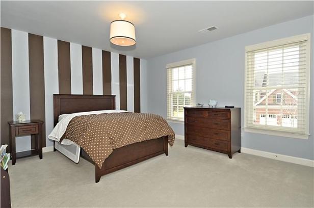 web_upper-level-bedroom_2