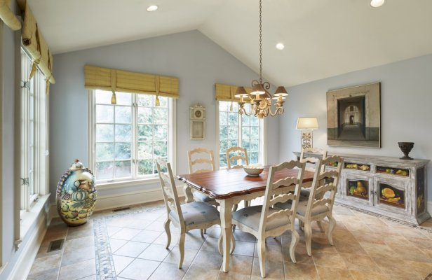 this-breakfast-room-is-filled-with-pleasant-light